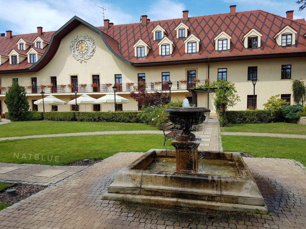 Turówka, Hotel, Wieliczka, Ogród, Fontanna